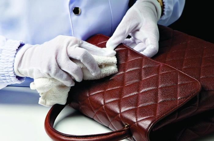 як почистити сумку зі шкіри